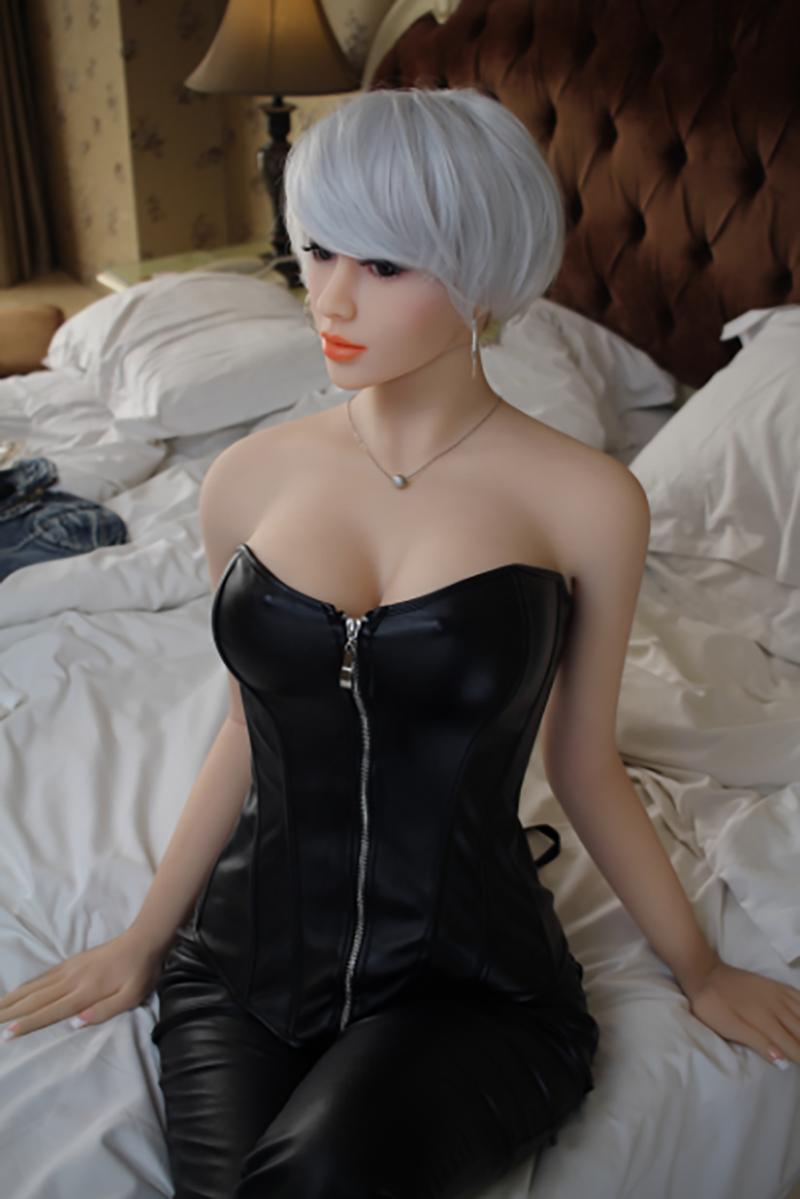 Doris 165cm Realistische Sexpuppe mit realistische Vagina